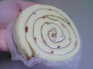 ヤマザキ・おおきなロールケーキ苺食うたった