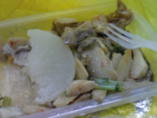 今日のランチ・鯛飯おむすび+豚筍舞茸四川炒め